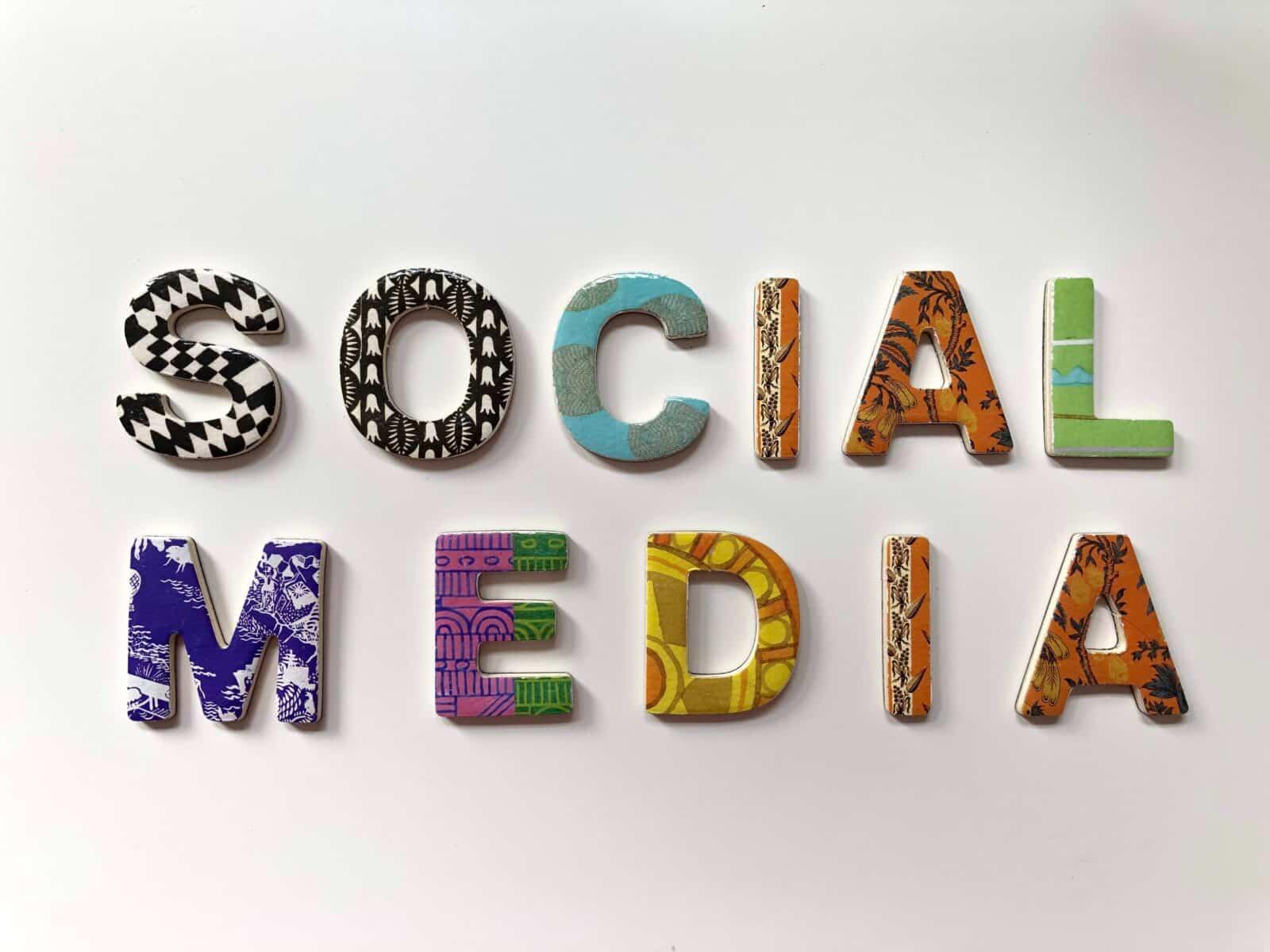 Bob Ndongala Consultant marketing - Site internet Vs réseaux sociaux